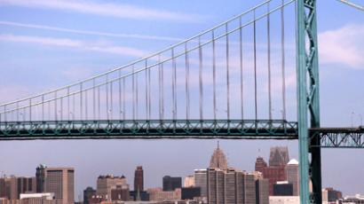 The Ambassador Bridge, an international border-crossing linking Windsor, Ontario with Detroit, along the Detroit River in Detroit, Michigan. (Reuters / Rebecca Cook)