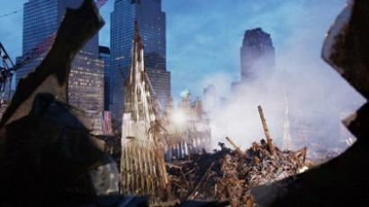 Early morning light illuminates the wreckage of the World Trade Center (AFP Photo / Eric FEFERBERG)