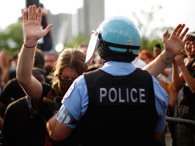 Demonstrators clash with police during an anti-NATO protest march in Chicago May 20, 2012 (Reuters/Eric Thayer)