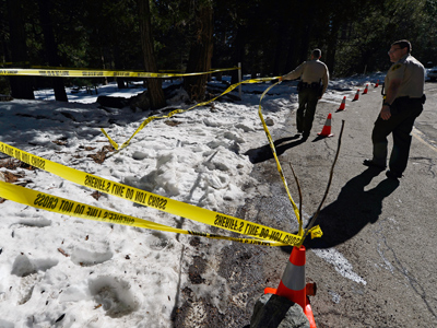 San Bernardino County Sheriff's deputy Alex Cundieff (R) and Chris Kelley secure the scene where a P22 Walther Suppressor hand gun was found in the snow just off Glass Road near where former Los Angeles Police Department officer Christopher Dorner crashed a purple Nissan truck, before carjacking a second truck as he was fleeing from law enforcement on February 15, 2013 in Big Bear, California (AFP Photo / Kevork Djansezian)