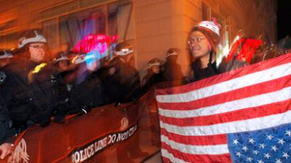 Stun gun vs Occupy DC: Cops tase protester in pyjamas (VIDEO)