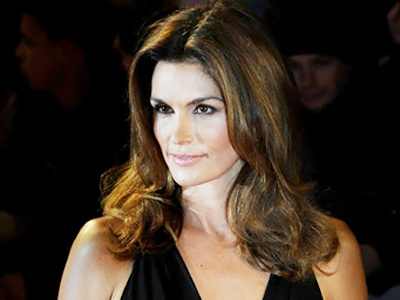 Cindy Crawford flips from Obama to Romney
