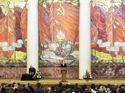 U.S. Secretary of State Hillary Rodham Clinton, center, addresses students of MGU (Moscow State University) on  October 14, 2009 (AFP Photo / Getty Images)