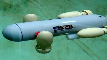 40 cm unmanned submarine is seen during testing a tank in Canberra (Reuters / Stringer Australia)