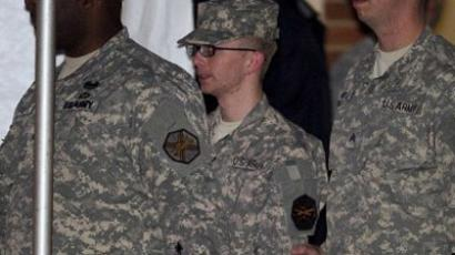 US Army Private First Class Bradley Manning (C), surrounded by US military, leaves a US military Magistrate Court facility. (AFP Photo / Jim Watson)