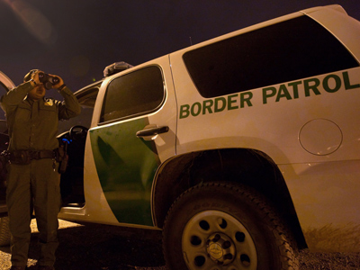 US Customs and Border Protection searches for illegal inmigrants in El Paso, Texas (AFP Photo / Jesus Alcazar)