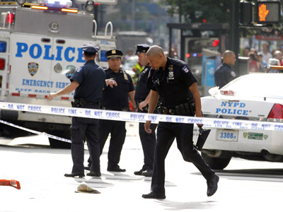 New York City police are seen at the scene of a shooting near the Empire State Building in New York, August 24, 2012. (Reuters/Brendan McDermid)