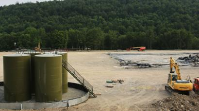Earth moving equipment and natural gas containers are viewed at a hydraulic fracturing site on June 19, 2012 in South Montrose, Pennsylvania (AFP Photo / Spencer Platt)
