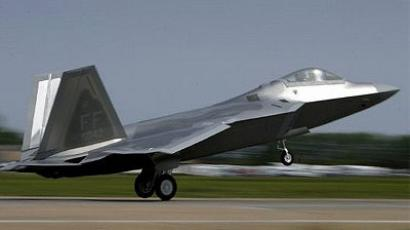 The first F/A-22 Raptor destined for the First Fighter Wing performs a fly-by shortly before being delivered 12 May 2005 at Langley Air Force Base, Viginia. (Win McNamee/Getty Images/AFP)