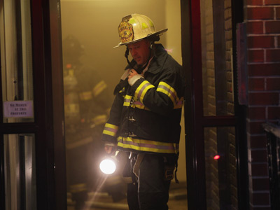 A New York City firefighter (AFP Photo / Spencer Platt)