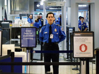 A TSA agent waits for passengers to use the TSA PreCheck lane being implemented by the Transportation Security Administration at Miami International Airport on October 4, 2011 in Miami, Florida (Joe Raedle / Getty Images / AFP)