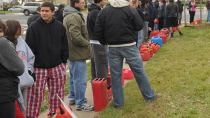 People wait for hours with gas canisters at a Gulf gas station on November 1, 2012 in Manalapan, New Jersey. (Michael Loccisano/Getty Images/AFP)
