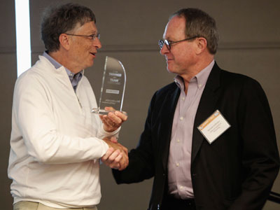 "Bill Gates (L) presents Professor Michael Hoffman (R) of the California Institute of Technology (CIT) the first place award for the CIT research and development team's winning entry at the ""Reinvent the Toilet Fair"" competition at the Bill and Melinda Gates Foundation campus in Seattle.(REUTERS / Anthony Bolante)"