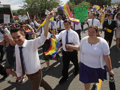 Practicing Mormons march in a gay pride parade in Salt Lake City, Utah, June 3, 2012. (Reuters/Jim Urquhart)