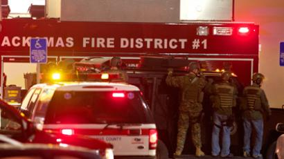 Member of a SWAT team wait outside the Clackamas Town Center after a shooting on December 11, 2012 in Clackamas, Oregon (Craig Mitchelldyer / Getty Images / AFP)