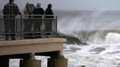 People stand on the Ocean City Music Pier watching heavy surf caused by Hurricane Sandy, on October 28, 2012 in Ocean City, New Jersey (Mark Wilson / Getty Images / AFP)
