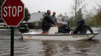 Rescue workers transport residents in the River Forest subdivision (AFP Photo / Chris Graythen)