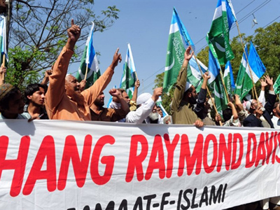 Activists of the Pakistani fundamentalist Islamic party Jamaat-i-Islami (JI) shout slogans against an alleged US employee during a protest rally in Karachi on February 11, 2011 (AFP Photo / Asif Hassan)
