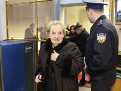 "Cold comfort as ""Titanium Lady"" Madeleine Albright visits Moscow"