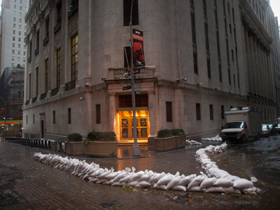 Ghost city: Post-apocalyptic stillness as New York braces for storm (PHOTOS)