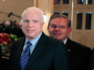 (L) Sen. John McCain (R-AZ) and Sen. Robert Menendez (D-NJ) (AFP Photo / Mark Wilson)