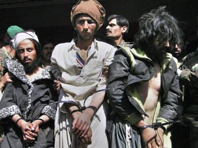 Defiant Obama seeks peace with Taliban