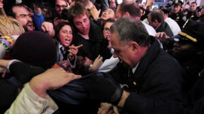 Police confront Occupy Wall Street demonstrators during a protest on Times Square in New York City, October 15, 2011 (AFP Photo / Emmanuel Dunand)