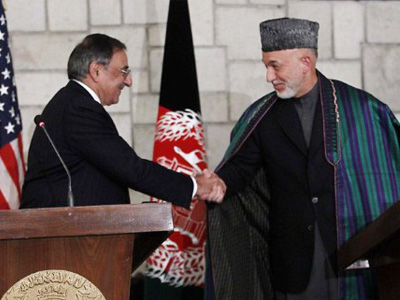 Afghanistan, Kabul: US Secretary of Defense Leon Panetta (L) and Afghanistan President Harmid Karzai, during their joint press conference at the Presidential Palace in Kabul, Afghanistan, on December, 14, 2011. (AFP Photo/Pablo Martinez Monsivais/POOL)