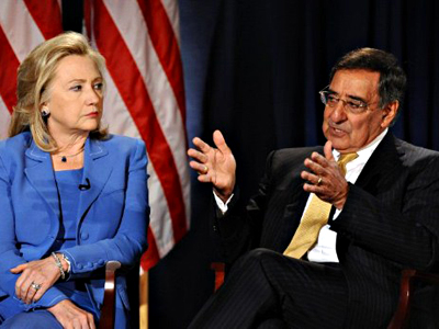 United States, Washington : US Secretary of State Hillary Clinton listens as Secretary of Defense Leon Panetta speaks during a conversation hosted by the National Defense University and CNN at the National Defense University in Washington, DC, on August 16, 2011. (AFP Photo / Jewel Samad)