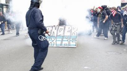 Oakland police officers fire tear gas to control a group of Occupy Wall Street protesters near City Hall in downtown Oakland, California. (AFP Photo/Kimihiro Hoshino) Video uploaded by YouTube user Schiessbudenplatz