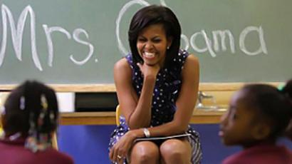 Lady of the push-up: Michelle Obama beats TV host hands down (VIDEO)
