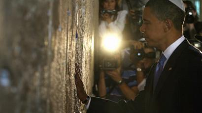 Barack Obama visits the Jewish Western Wall in the Jerusalem (AFP Photo / Manaheem Kahana)