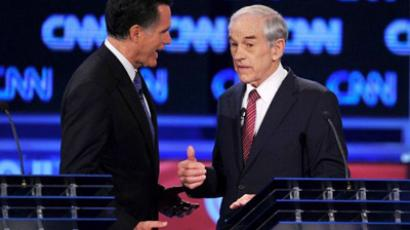 GOP presidential candidates, former Massachusetts governor Mitt Romney (L) confers with Texas Rep. Ron Paul (R), during a commerciakl break at the Florida Republican Presidential debate January 26, 2012 at the University of North Florida in Jacksonville, Florida (AFP Photo / Paul J. Richards)