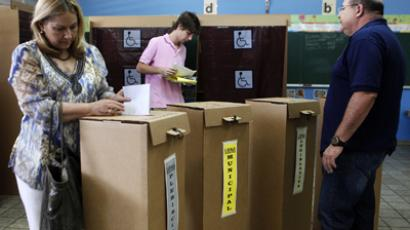 Carmen Busquets casts her vote for the Plebiscite on Political status in the ballot box in San Juan, November 6, 2012. (Reuters / Ana Martinez)