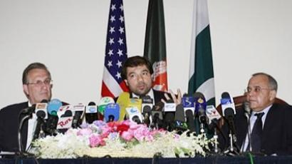 Jawed Ludin, center, Afghan deputy Foreign Affairs Minister gestures as he speaks, while Pakistan's Foreign Secretary Salman Bashir, right, and Earl Anthony Wayne, left, U.S. Deputy Ambassador to Afghanistan are seen with him during a press conference after a tri-lateral meeting in Kabul, Afghanistan on Tuesday, May 24, 2011 (AFP Photo / Getty Images)
