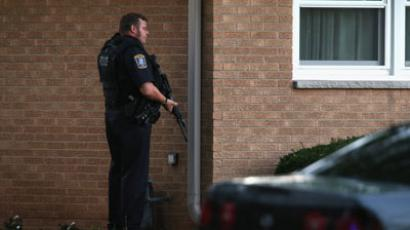 Police secure a neighborhood where the gunman lived who is suspected of opening fire at the Sikh Temple of Wisconsin August, 5, 2012.(AFP Photo / Scott Olson)