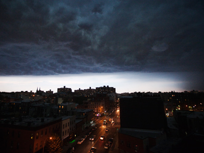 A storm cloud begins to dump rain as it passes over the Brooklyn borough of New York, July 26, 2012 (Reuters / Lucas Jackson)