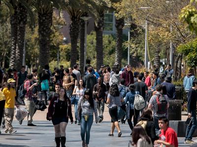 Students walk through campus between classes at Santa Monica College in Santa Monica, California April 4, 2012 (Reuters/Bret Hartman)