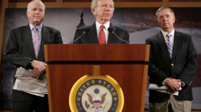 Senator Joe Lieberman (I-CT) speaks during a news briefing with Senators John McCain (R-AZ)(left) and Lindsey Graham (R-SC) (Chris Kleponis / Getty Images / AFP)