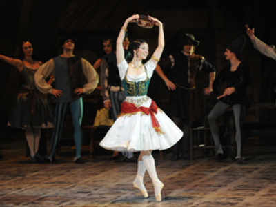 NY thugs rob Russian prima of her ballet shoes