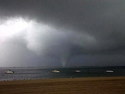 Rare tornado hits New York City (PHOTOS)