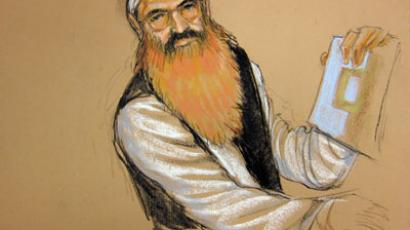 This courtroom sketch by artist Janet Hamlin shows alleged 9/11 mastermind Khalid Sheikh Mohammed as he holds up a piece of paper during a court recess at his Military Commissions hearing.(AFP Photo / Janet Hamlin)