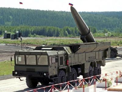 "Missile complex ""Iskander"" (AFP Photo / Evgeny Stetsko / Vedomosti)"