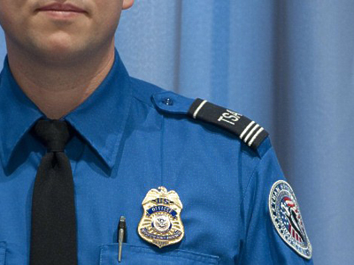 United States, Washington : A Transportation Security Administration officer. (AFP  Photo / Saul Loeb)