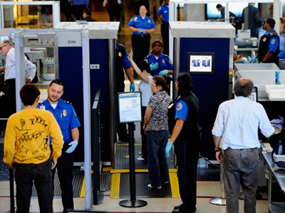 Transportation Security Administration (TSA) agents screen passangers  (Kevork Djansezian / Getty Images / AFP)