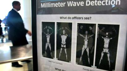 United States, Chicago: A sign informs travelers about Millimeter Wave Detection technology used in full body scanners at Midway Airport December 15, 2010 in Chicago, Illinois. (AFP Photo / Scott Olson)