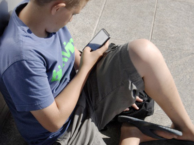 Goodbye TV, hello smartphone: Young Americans going mobile for news