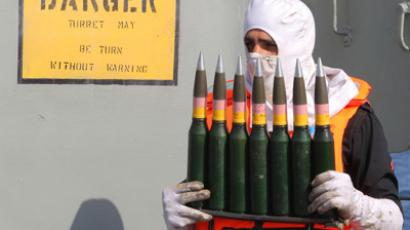 A soldier carries ammunition in southern Iran December 31, 2011 (Reuters / Fars News / Hamed Jafarnejad)