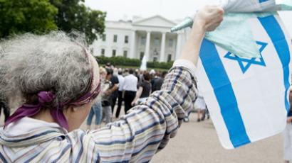 A supporter of Israel waves the Israeli flag outside the White House in Washington, DC, May 20, 2011 (AFP Photo / Getty Images)
