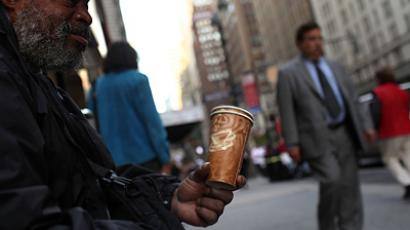A homeless man panhandles in New York (AFP Photo / Spencer Platt)
